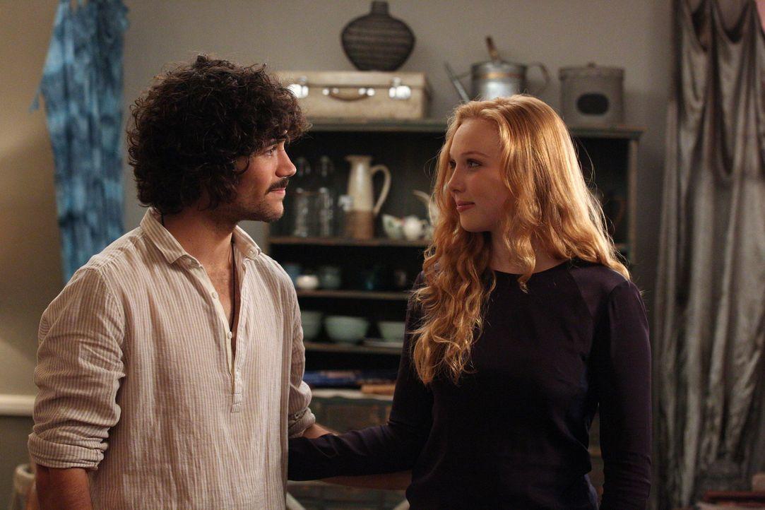 Für Alexis (Molly C. Quinn, r.) ist die Entscheidung, mit Pi (Myko Olivier, l.) zusammenzuziehen, gefallen ... - Bildquelle: ABC Studios