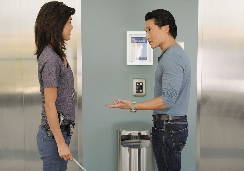 Kämpfen gegen das organisierte Verbrechen auf den sonnenverwöhnten Stränden von Hawaii: Steve (Alex O'Loughlin, r.) und Chin (Daniel Dae Kim, l.)... - Bildquelle: TM &   2010 CBS Studios Inc. All Rights Reserved.