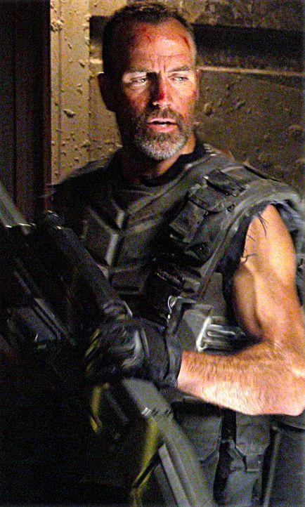 Als erstes lässt Captain Dax (Richard Burgi) die alten Verteidigungsanlagen wieder reaktivieren. Und schon beim nächsten Angriff der Bugs geht ein F... - Bildquelle: Sony Pictures