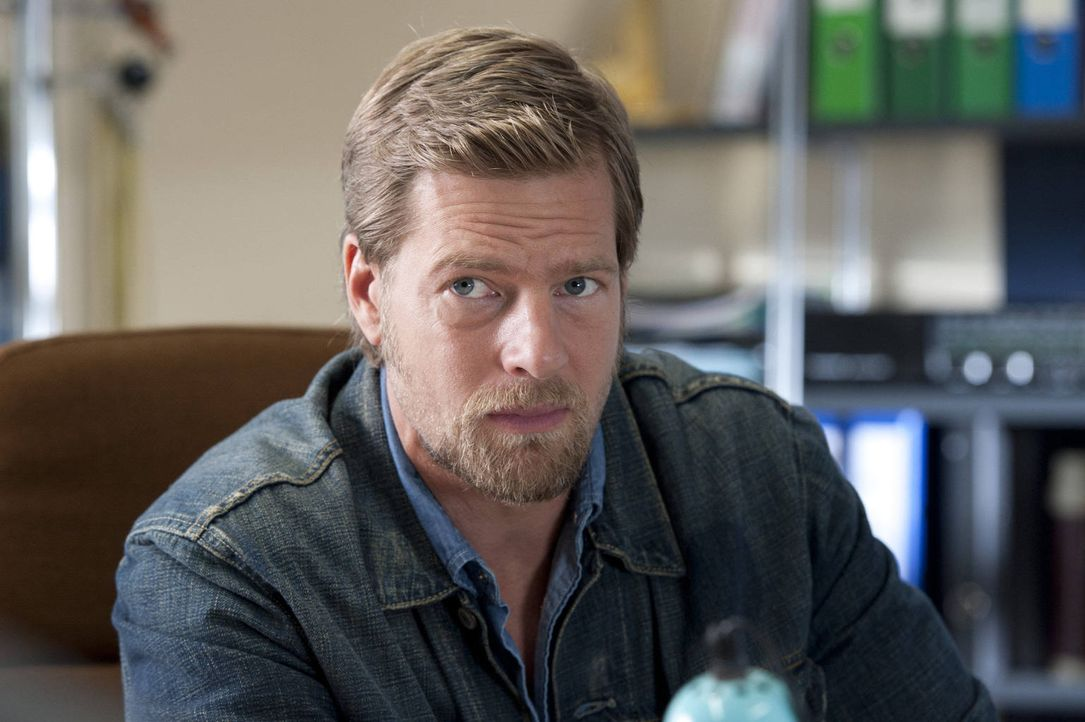 (3. Staffel) - Mick Brisgau (Henning Baum) bekommt einen Nebenbuhler in der Gunst um Tanja und eine neue attraktive Kollegin ... - Bildquelle: Martin Rottenkolber SAT.1