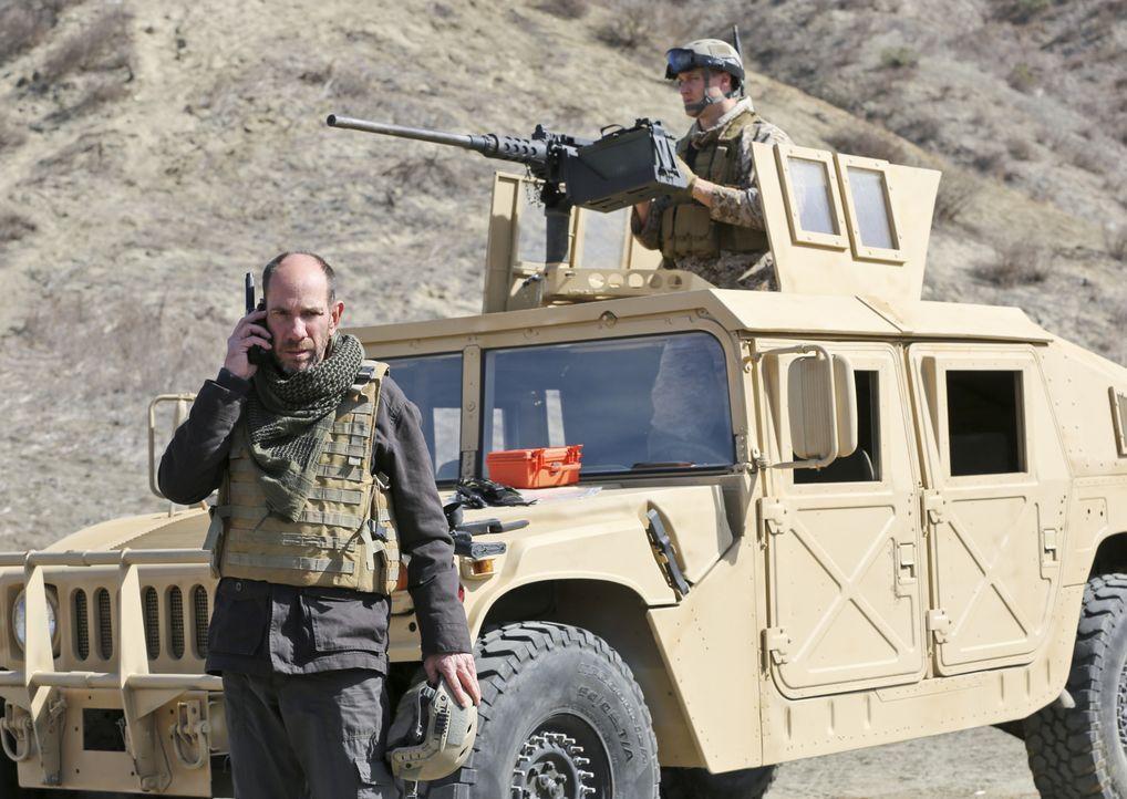Owen Granger (Miguel Ferrer, l.) in gefährlicher Mission ... - Bildquelle: CBS Studios Inc. All Rights Reserved.