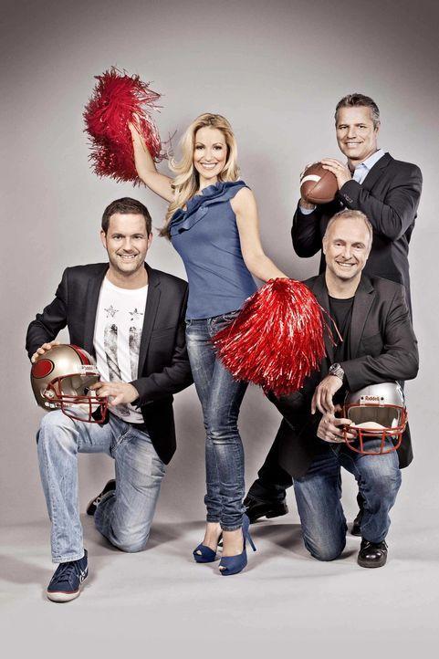 "(v.l.n.r.) Matthias Killing, Andrea Kaiser, Frank Buschmann und Jan Stecker moderieren ""ran Super Bowl"". - Bildquelle: SAT.1"