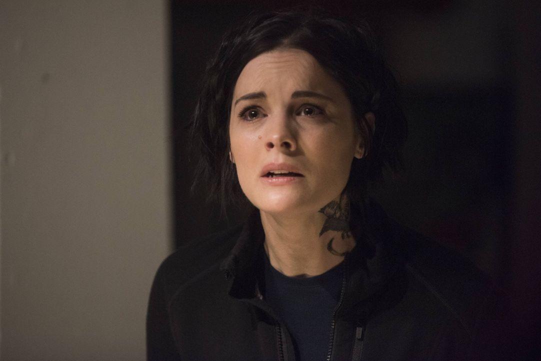 Als Jane (Jaimie Alexander) von Schuldgefühlen geplagt, Oscar zur Rede stellt, taucht ein Geist aus ihrer Vergangenheit auf, der das unmoralische Ve... - Bildquelle: Warner Brothers