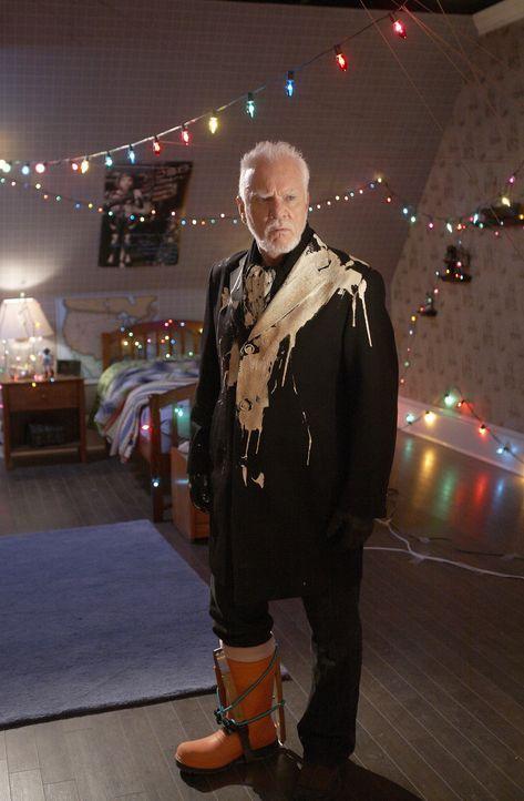 Einbrecher Sinclair (Malcolm McDowell) schaut ganz schön doof aus der Wäsche, denn die Fallen des zehnjährigen Finn haben ihre Spuren hinterlassen .... - Bildquelle: 2012 Twentieth Century Fox Film Corporation.  All rights reserved.