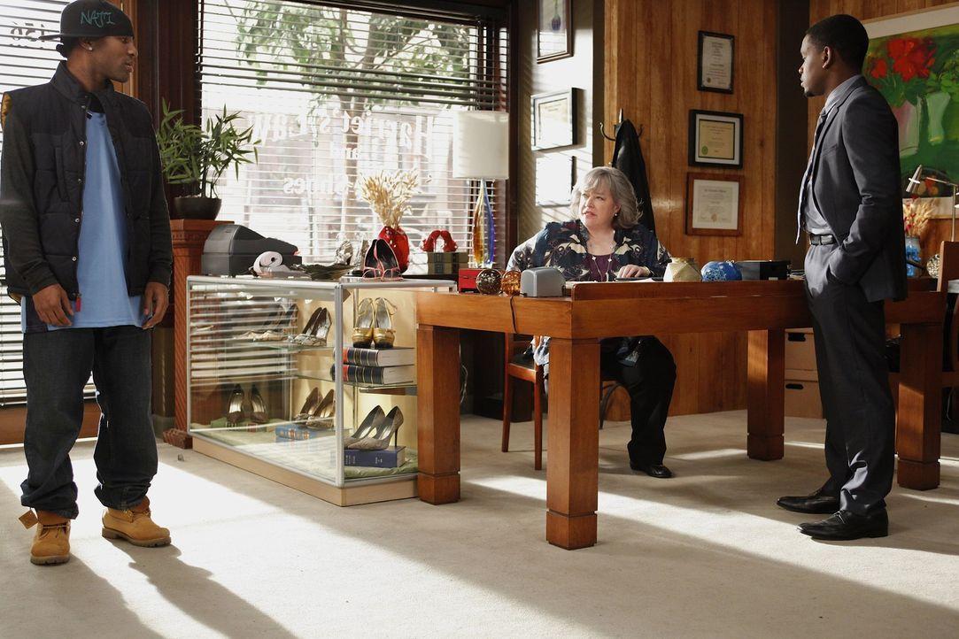 Ein neuer Fall, der alle persönlich trifft, beschäftigt Harriet (Kathy Bates, M.), Malcolm (Aml Ameen, r.) und Damien (Johnny Ray Gill, l.) ... - Bildquelle: Warner Bros. Television