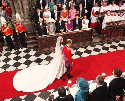 William-Kate-Auszug-Kirche-Kutsche2-11-04-29-500_404_AFP - Bildquelle: AFP