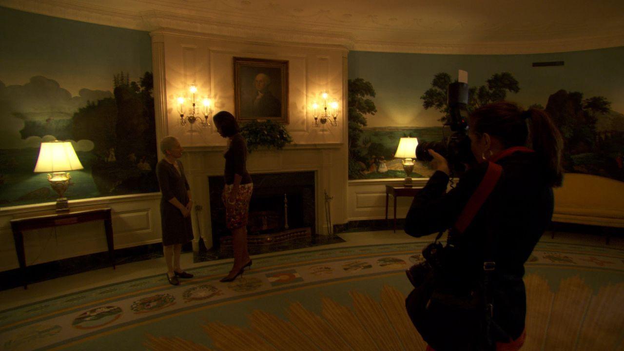 Fotografin Samantha Appleton, r. fotografiert Michelle Obama, M. mit Gästen ... - Bildquelle: Erin Harvey National Geographic Television International