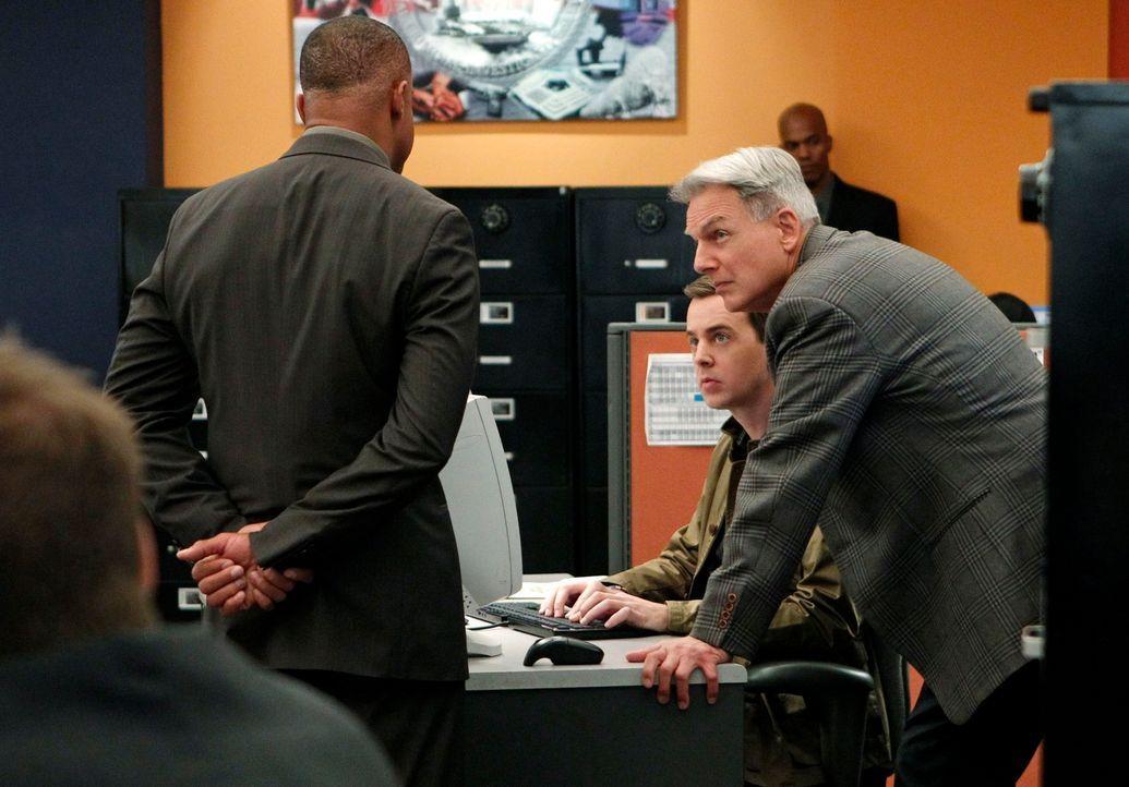 Untersuchen Verbrechen, die auf irgendeine Weise mit der US-Navy oder dem Marine Korps zu tun haben: Vance (Rocky Carroll, l.), Gibbs (Mark Harmon,... - Bildquelle: CBS International Television (ehem: Paramount Pictures International)