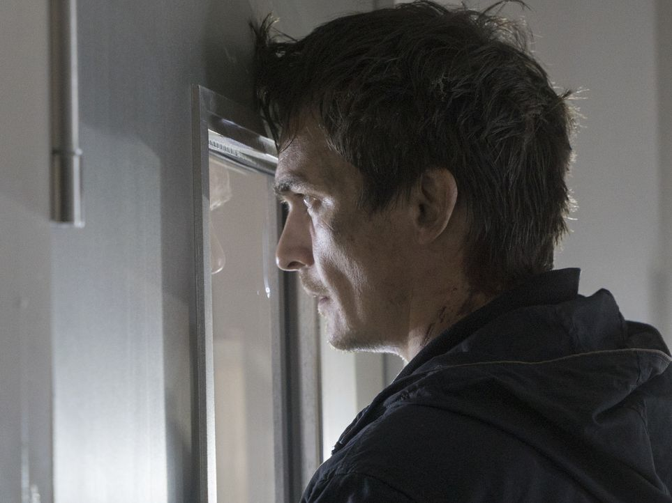 Befindet sich in Gefangenschaft der Terroristen, die in Berlin einen Sarin Gas Anschlag verüben wollen: Peter Quinn (Rupert Friend) ... - Bildquelle: Stephan Rabold 2015 Showtime Networks, Inc., a CBS Company. All rights reserved.