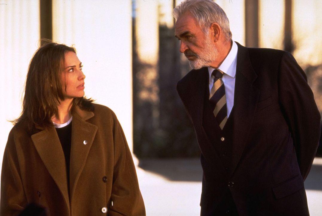Bevor John Mason (Sean Connery, r.) die lebensgefährliche Reise nach Alcatraz antritt, trifft er sich mit seiner Tochter (Claire Forlani, l.) ... - Bildquelle: Hollywood Pictures