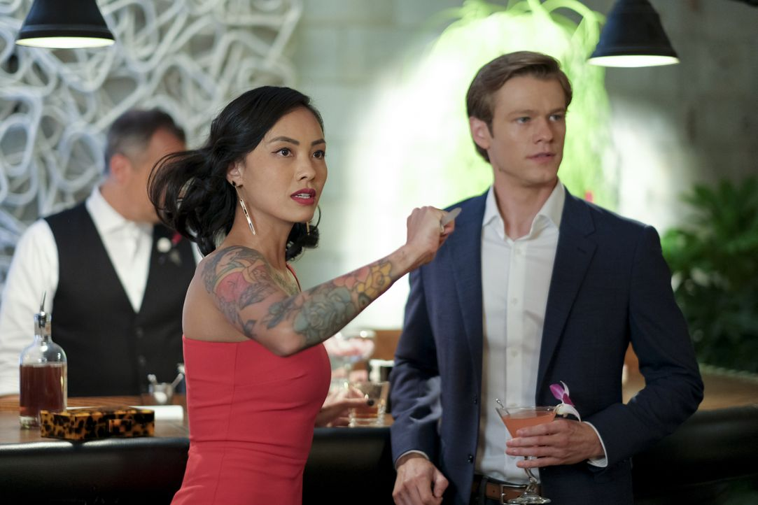 Desi Nguyen (Levy Tran, l.); Angus MacGyver (Lucas Till, r.) - Bildquelle: Mark Hill 2020 CBS Broadcasting, Inc. All Rights Reserved. / Mark Hill