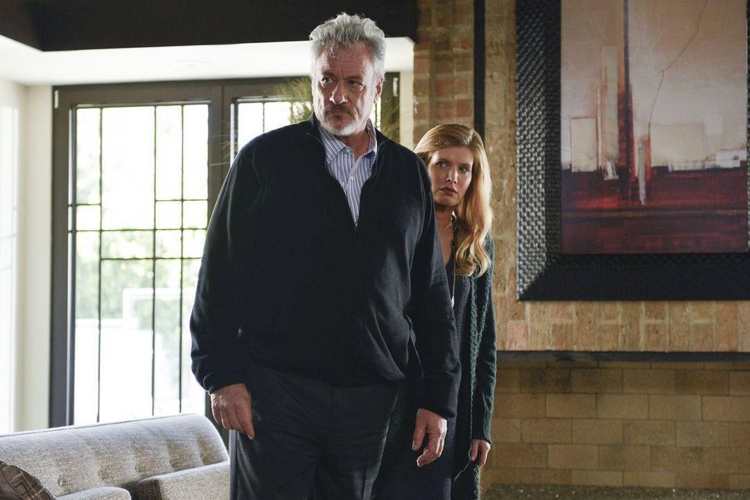 Jane hat herausgefunden, dass der Psychiater Edward Feinberg (John de Lancie, l.) schon vor Jahren, als seine erste Frau ermordet wurde, mit seiner... - Bildquelle: Warner Bros. Television