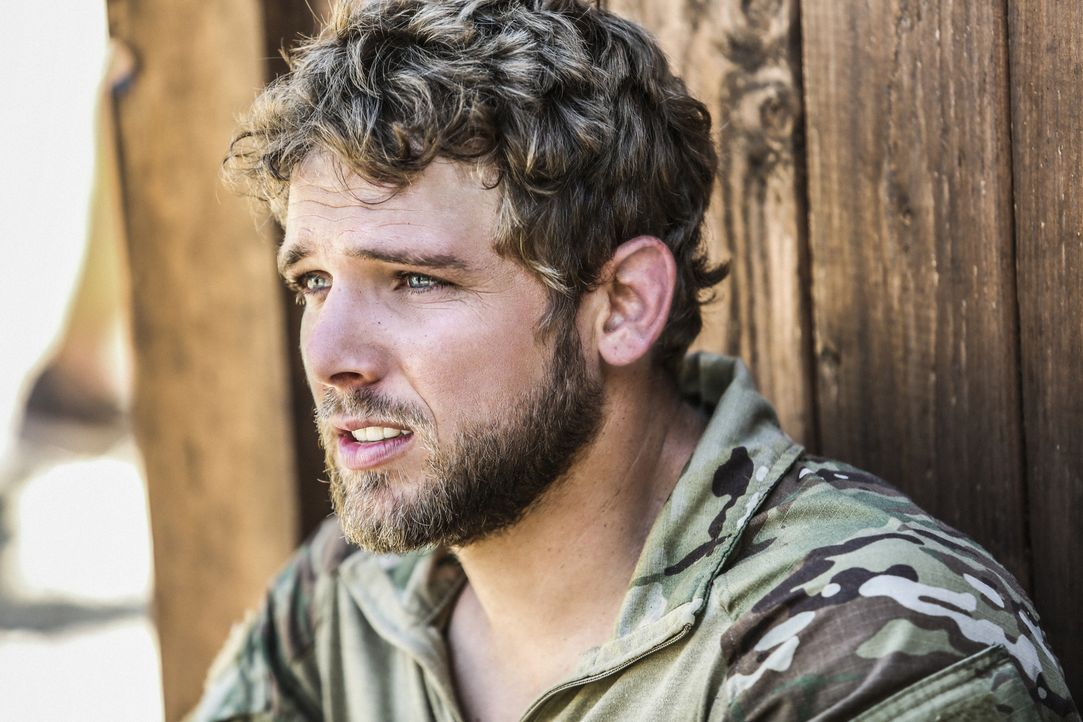 Kann sich der neue Navy SEAL Clay Spenser (Max Thieriot) im Team von Jason Hayes beweisen? - Bildquelle: Erik Voake Erik Voake/CBS   2017 CBS Broadcasting, Inc. All Rights Reserved.
