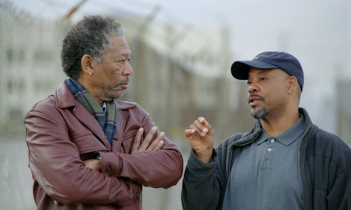 Drehpause für den Thriller erfahrenen Regisseur Carl Franklin, r. und seien Hauptdarsteller Morgan Freeman, l. - Bildquelle: 20th Century Fox Film Corporation
