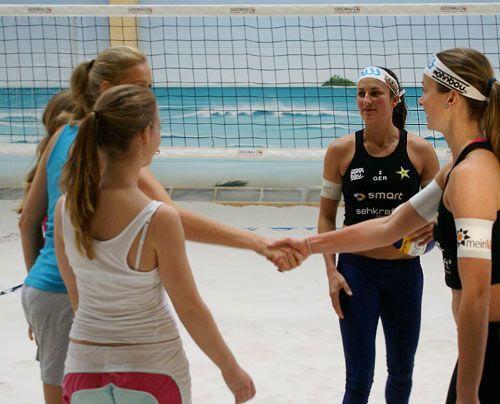 Kurzer Handshake und ... - Bildquelle: Danilo Brandt - Sat.1