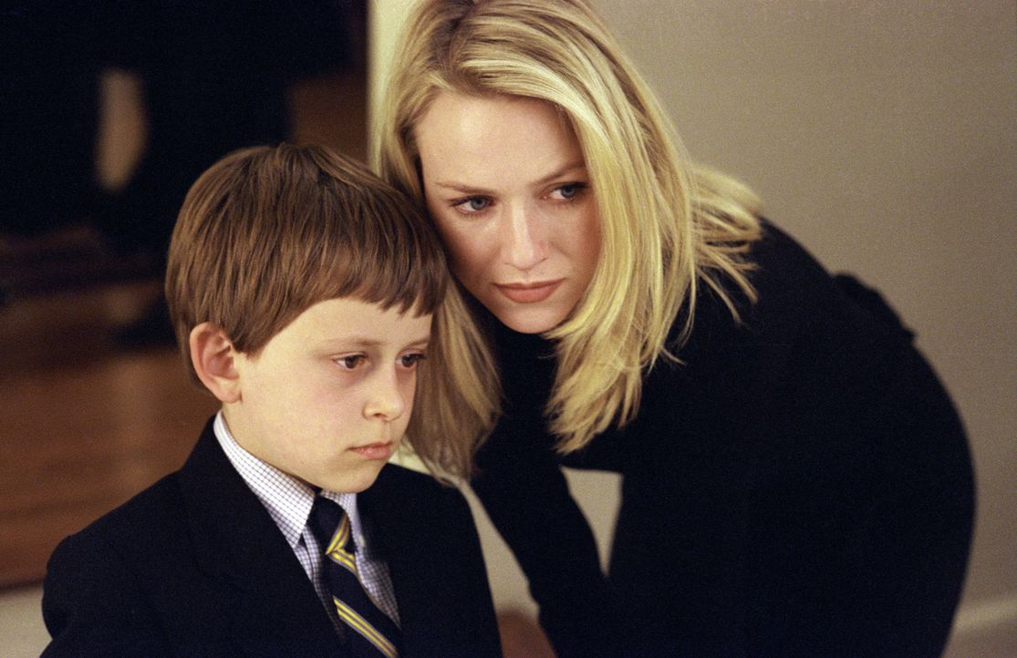 Noch ahnt Rachel (Naomi Watts, r.) nicht, dass sie schon bald ihr eigenes sowie das Leben ihres Sohnes Aidan (David Dorfman, l.) retten muss. Es ble... - Bildquelle: TM &   2002 Dreamworks LLC. All Rights Reserved