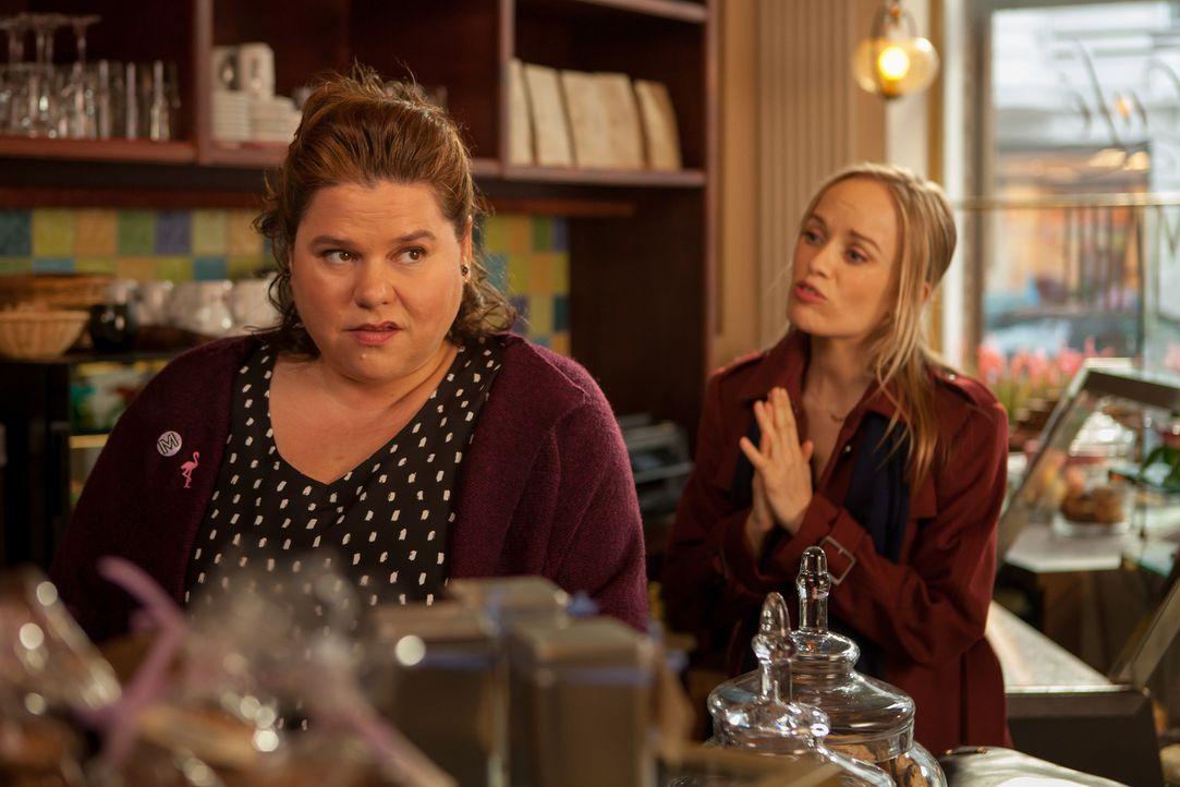 Fassungslos muss Marie (Nadine Wrietz, l.) erfahren, dass Hannah (Friederike Kempter, r.) von Torben einen Heiratsantrag bekommen hat, den sie ableh... - Bildquelle: Conny Klein SAT.1