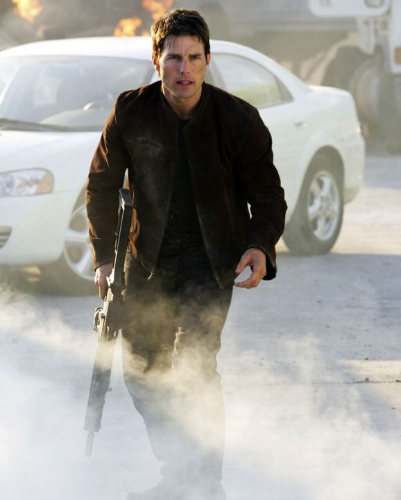 """Um ein ruhigeres Leben mit seiner Verlobten Julia führen zu können, hat Ethan Hunt (Tom Cruise) seine Arbeit beim IMF (""""Impossible Mission Force"""")... - Bildquelle: 2005 by PARAMOUNT PICTURES. All Rights Reserved."""