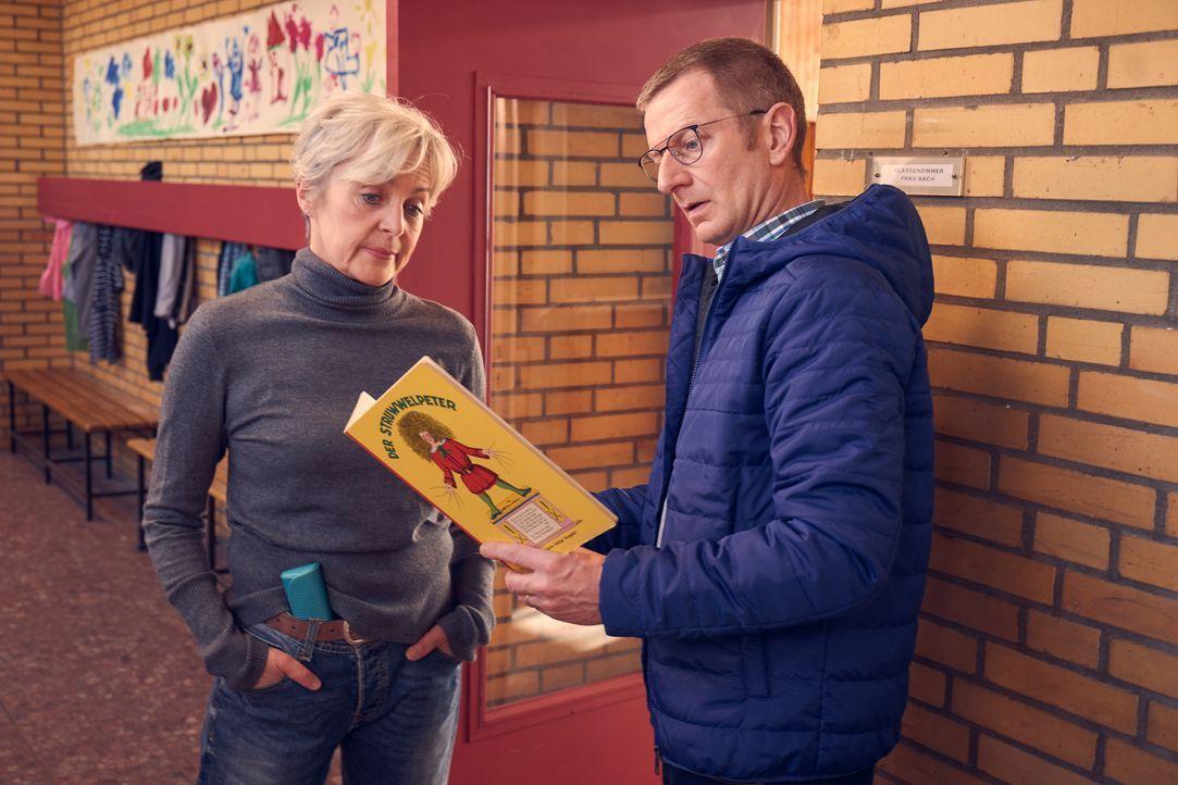 Inge (April Hailer, l.); Stefan (Michael Kessler, r.) - Bildquelle: Frank Dicks SAT.1 / Frank Dicks