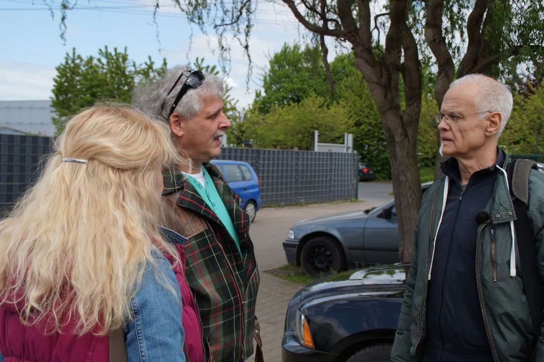 Familienhelfer, wie Jochen Klein (r.), werden von Ärzten und Schwestern der Klinik am Südring zu Hilfe gerufen, wenn Familien Probleme nicht mehr al... - Bildquelle: SAT.1
