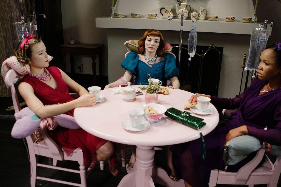 Das Haus der Puppen: (v.l.n.r.) Bethany Wallace (Rosalie Ward), Cindy Amundson (Megan Duffy) und Maxine Wynan (Monique Patrice) ... - Bildquelle: Touchstone Television