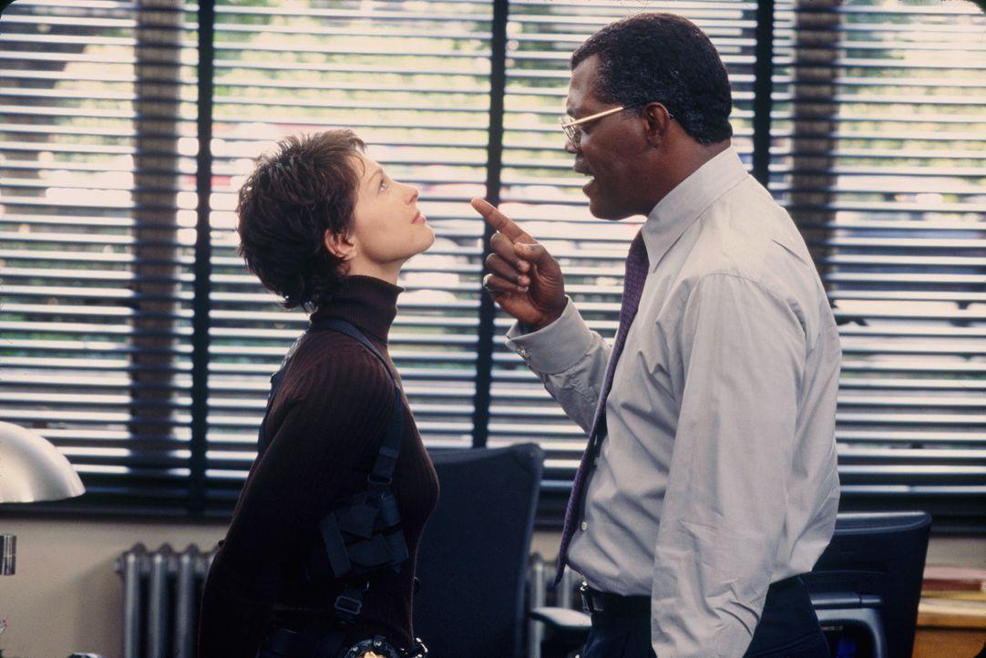 Keine leichte Situation für die Polizistin Jessica Shepard (Ashley Judd, l.): Polizeichef John Mills (Samuel L. Jackson, r.) ist gleichzeitig ihr P... - Bildquelle: Paramount Pictures