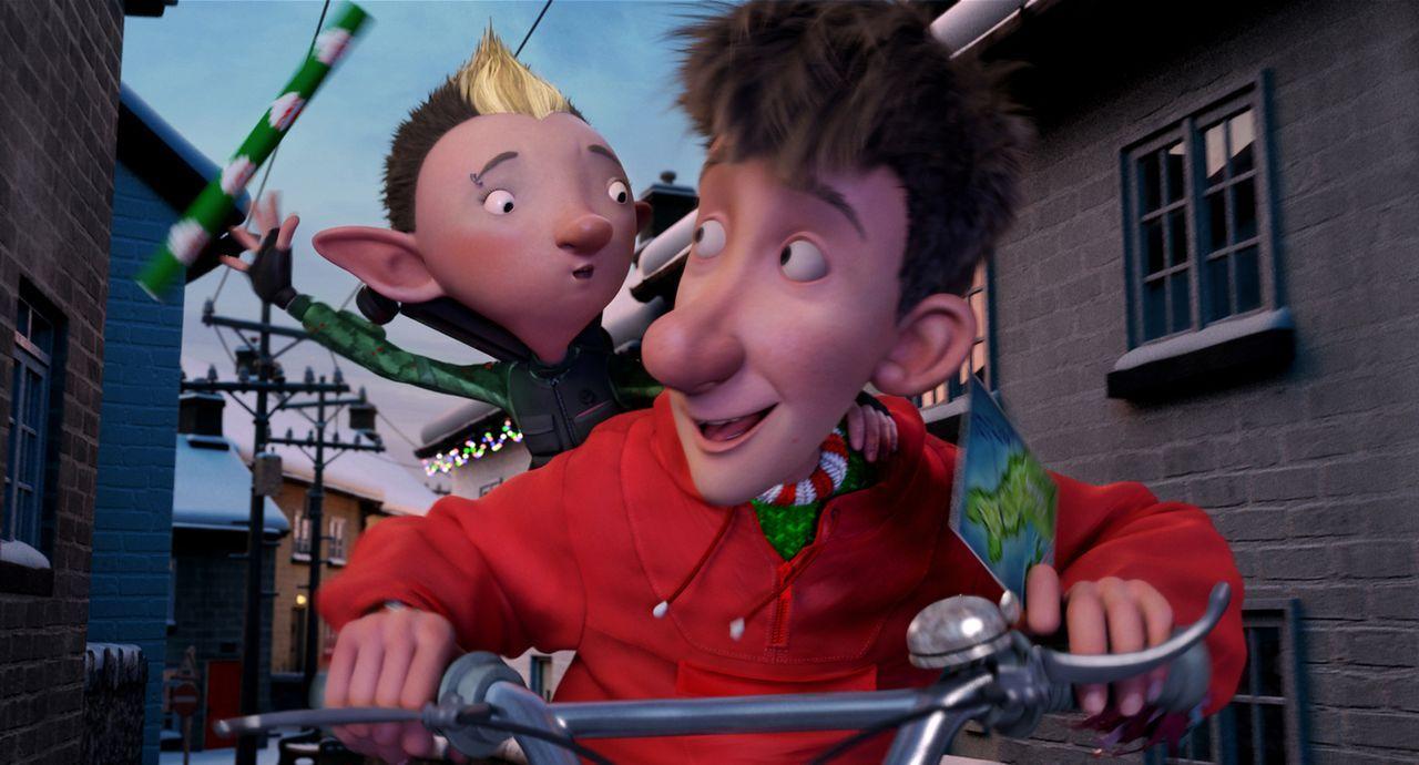 Als sich für Elfe Bryony (l.) die Chance bietet, Arthur (r.) und Opa Weihnachtsmann bei ihrer Geheimmission zu helfen, das Weihnachtsfest zu retten,... - Bildquelle: 2011 Sony Pictures Animation Inc. All Rights Reserved.