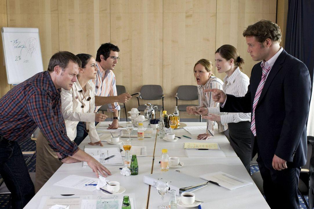Gehaltsverhandlungen sind nichts für Leute mit schwachen Nerven. Da wird stundenlang verbissen diskutiert. Und wenn man dann doch endlich mal eine... - Bildquelle: Sat.1