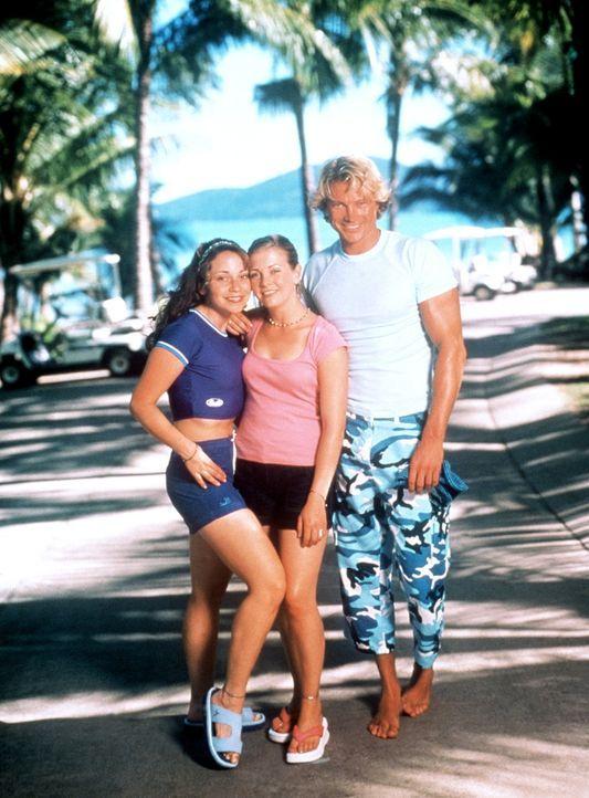 Sabrina (Melissa Joan Hart, M.) und Gwen (Tara Charendoff, l.) verbringen einen aufregenden Urlaub mit vielen Überraschungen. Insbesondere mit dem... - Bildquelle: American Broadcasting Company (ABC)