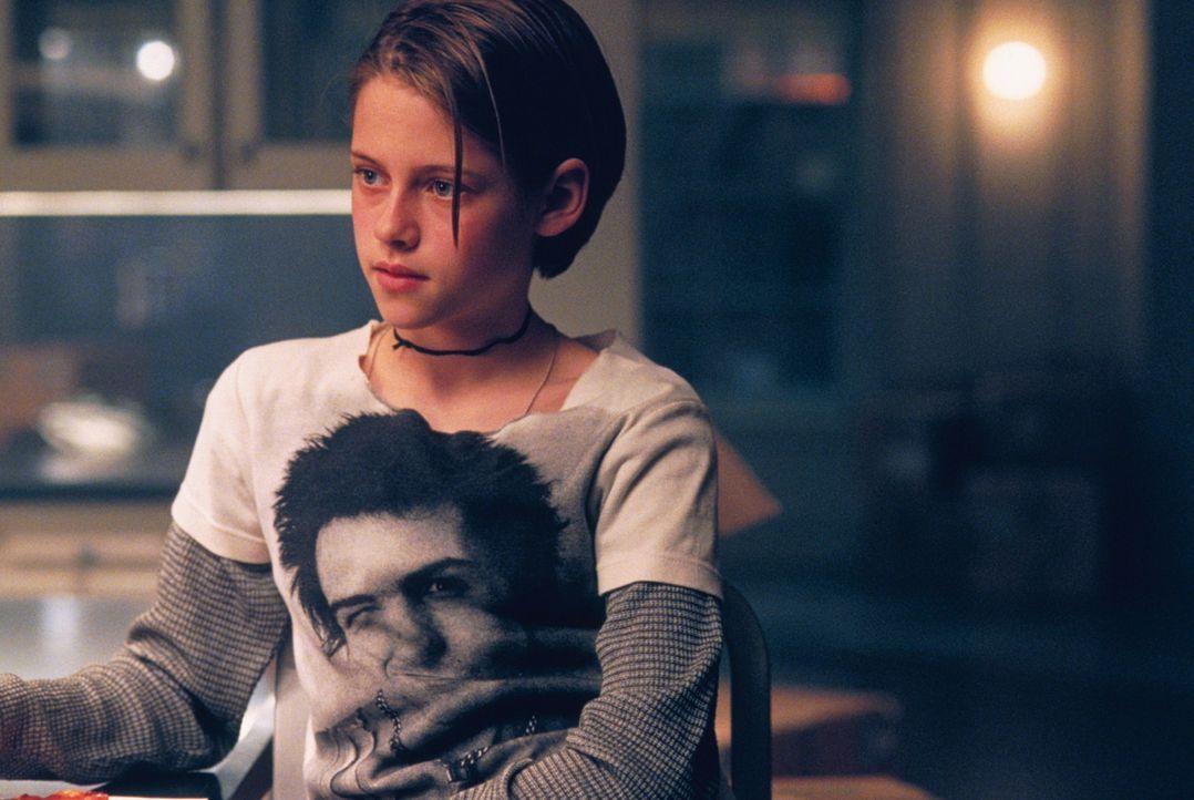 Die junge Teenagerin Sarah (Kristen Stewart) kommt nur schwer mit der Trennung ihrer Eltern zurecht, dennoch versucht sie, ihrer Mutter gegenüber S... - Bildquelle: 2003 Sony Pictures Television International. All Rights Reserved