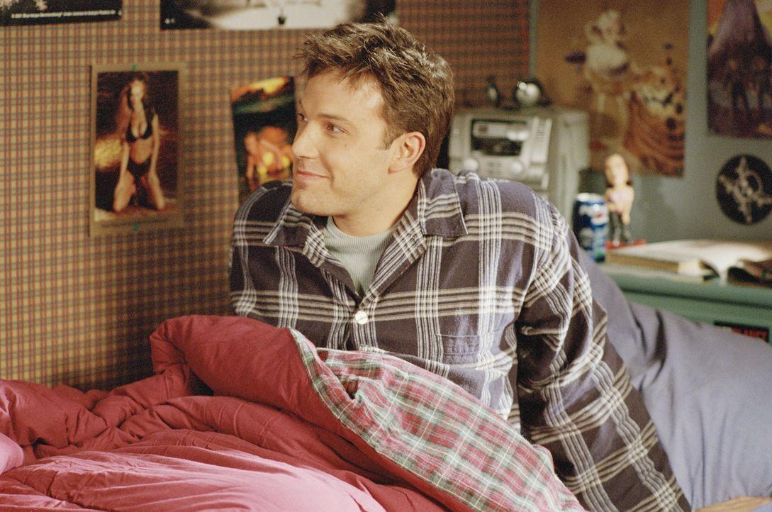 Drew Latham (Ben Affleck) zahlt der Familie, die nun in seinem Elternhaus wohnt, ein kleines Vermögen, um als neues Familienmitglied mit ihnen Weih... - Bildquelle: Telepool GmbH