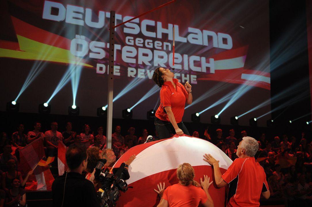 Für ihr Team gibt Marie Bäumer alles! - Bildquelle: Willi Weber SAT.1