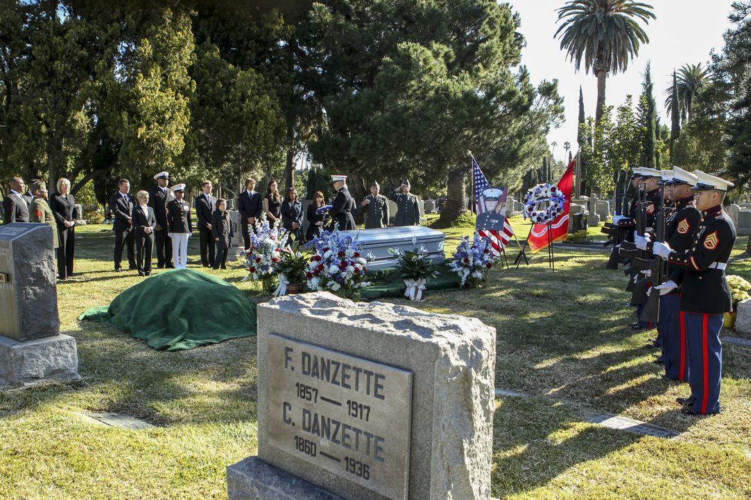 Diese Beerdigung ist für einen Helden angemessen, doch hat der Tote sie auch verdient ? - Bildquelle: Sonja Flemming 2018 CBS Broadcasting, Inc. All Rights Reserved/Sonja Flemming