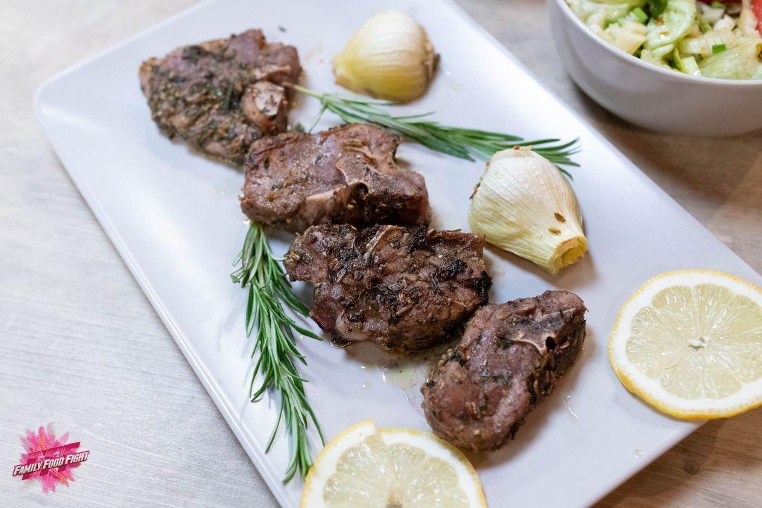 Lammkoteletts an Kräutermarinade - Bildquelle: Stefanie Chareonbood