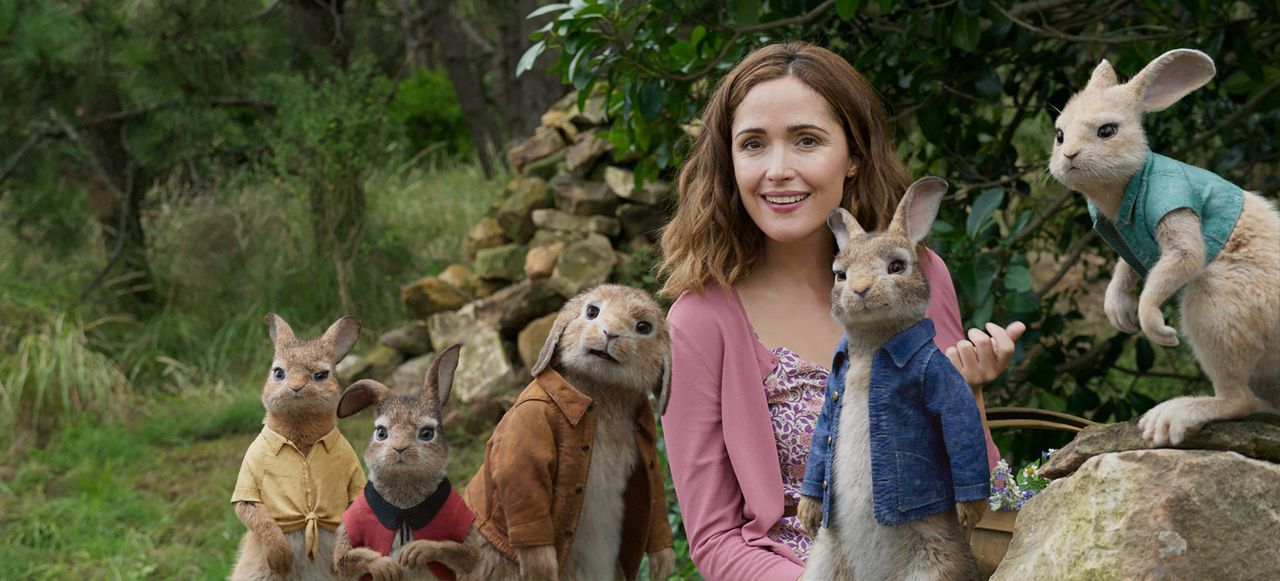 (v.l.n.r.) Mopsi; Flopsi; Benjamin; Bea (Rose Byrne); Peter Hase; Wuschelpuschel - Bildquelle: 2018 CPII. All Rights Reserved. PETER RABBIT and all associated characters TM & © FW&Co. Limited.