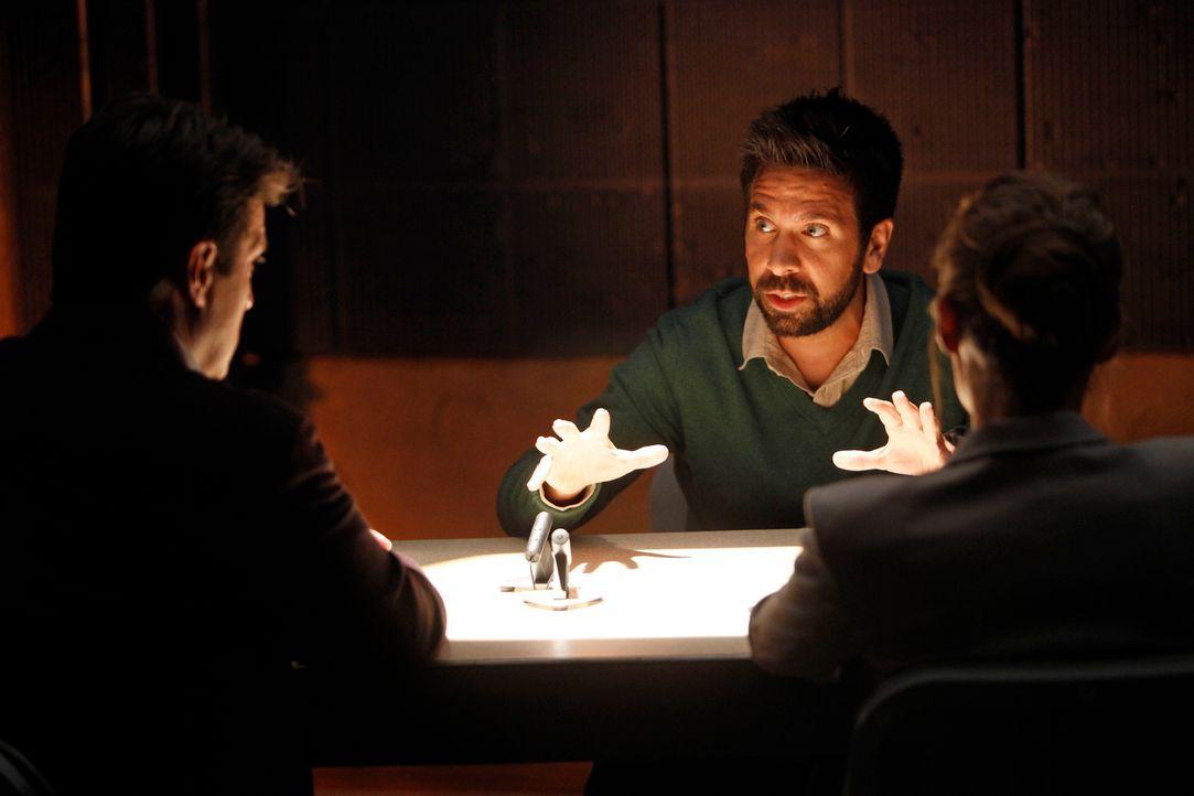 Die Geschichte, die der Verdächtige Simon Doyle (Joshua Gomez, M.) auf Lager hat, findet Kate (Stana Katic, r.) äußerst unglaubwürdig. Castle (Natha... - Bildquelle: ABC Studios