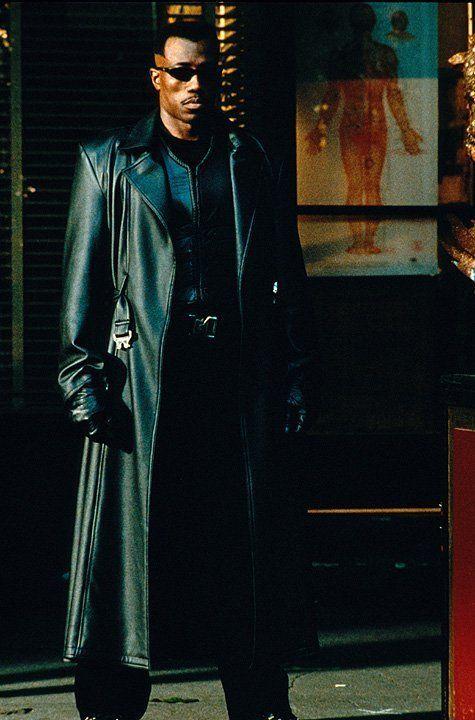 Als der unsterbliche Sohn eines Vampirs und einer menschlichen Frau hat Blade (Wesley Snipes) ein düsteres Schicksal ... - Bildquelle: Warner Bros.