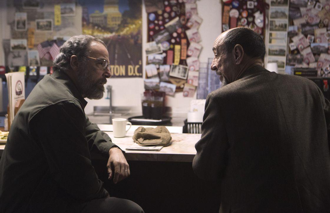 Um herauszufinden, wer Peter Quinn wirklich ist, sucht Saul (Mandy Patinkin, l.) Dar Adal (F. Murray Abraham, r.) auf ... - Bildquelle: 20th Century Fox International Television