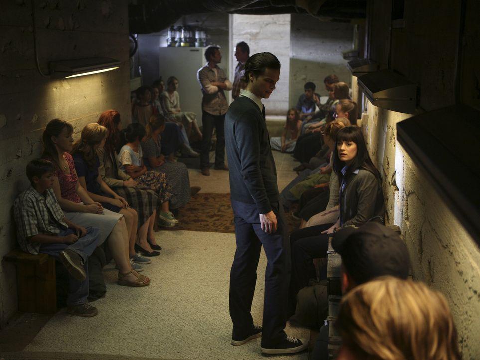 Während der Gespräche mit den Mädchen greift ein Swat-Team, das von einem karrieresüchtigen Staatsanwalt geschickt wird, an und lässt die Lage... - Bildquelle: Touchstone Television