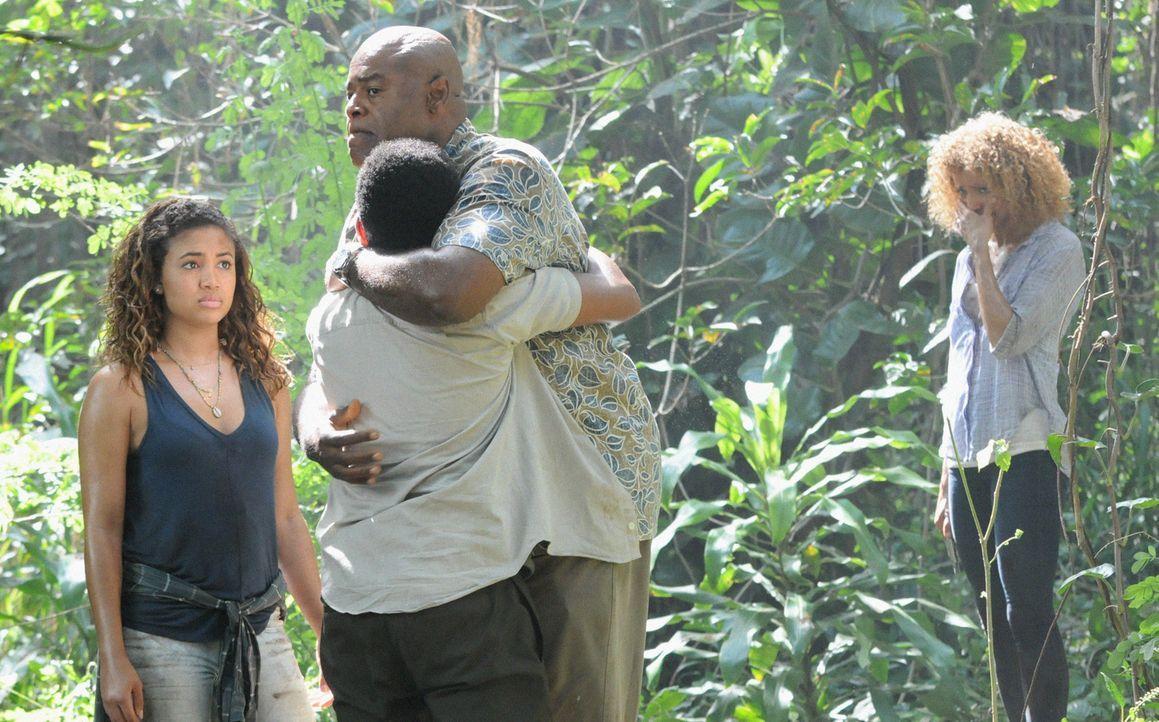 Als Grover (Chi McBride, 2.v.r.) plötzlich mit seiner Familie (Paige Hurd, l., Chosen Jacobs, 2.v.l. und Michelle Hurd, r.) spurlos verschwindet, ha... - Bildquelle: Norman Shapiro 2016 CBS Broadcasting, Inc. All Rights Reserved