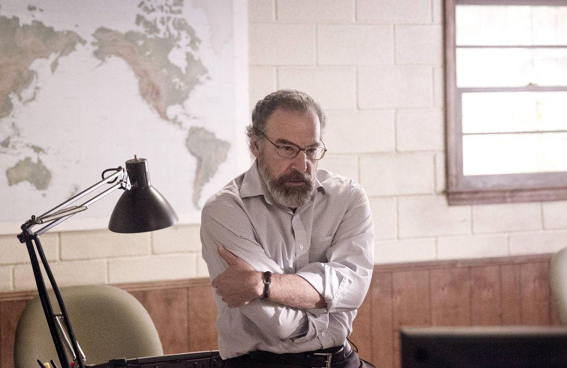 Saul (Mandy Patinkin) hat es geschafft, Brody zurück in die USA zu bringen. Wieder zu Hause, wird er erst einmal auf Entzug gesetzt und körperlich w... - Bildquelle: 2013 Twentieth Century Fox Film Corporation. All rights reserved.
