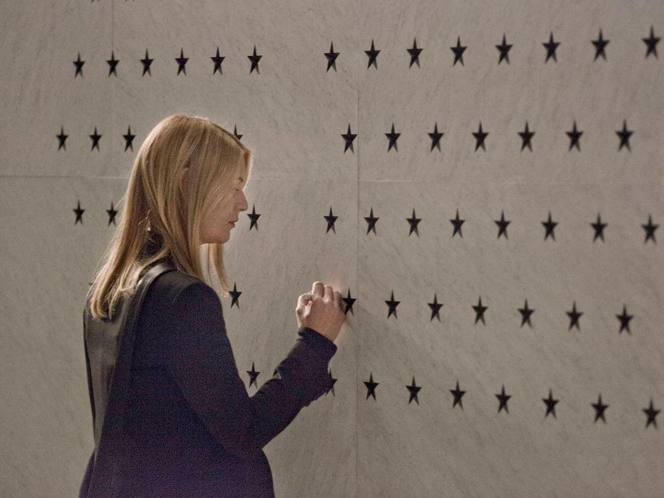 Carrie (Claire Danes) wird befördert, aber ihr letztes Anliegen, dass Brody als einer der Helden Amerikas geehrt wird und einen Stern an der großen... - Bildquelle: 2013 Twentieth Century Fox Film Corporation. All rights reserved.