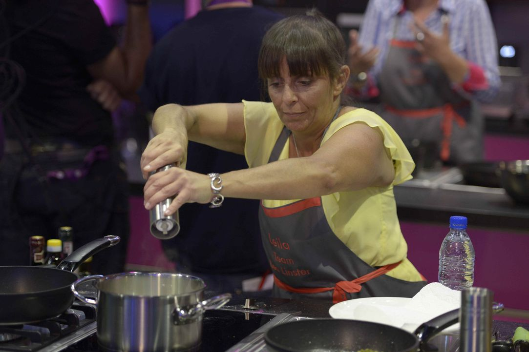 Auch Leila gibt alles und hofft, dass ihr Gericht den Gastjuror überzeugt ... - Bildquelle: Oliver S. SAT.1