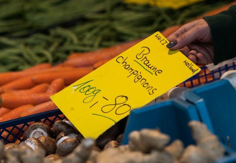 2. Aus der Region und nach Saison kaufenObst und Gemüse entsprechend der Sai... - Bildquelle: dpa - Picture Alliance
