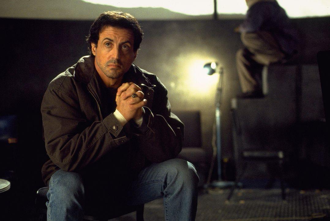Sein Leben scheint völlig zerstört: Ein brutaler Serienmörder hat die Freundin von FBI-Agent Jake Malloy (Sylvester Stallone) auf dem Gewissen. - Bildquelle: Universal Pictures