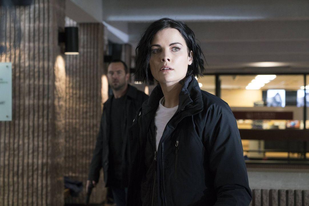 Während Jane (Jaimie Alexander) entfesselte Studenten jagt, wird sie von einer verstörenden Vorstellung geplagt: Oscar hat ihr eröffnet, dass er den... - Bildquelle: Warner Brothers