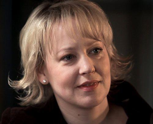 Lisa Brisgau (Floriane Daniel) hat viele Jahre an Micks Krankenbett auf ein Wunder gehofft. Doch dann hieß es Abschiednehmen. Inzwischen lebt sie m... - Bildquelle: Martin Rottenkolber - Sat1